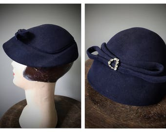 Vintage Sculpted Fur Felt Hat 1940's 1950's Merrimac York Navy Blue Rhinestone Brooch Pin Mid Century Cloche Evening Cocktail Party Bow Hat