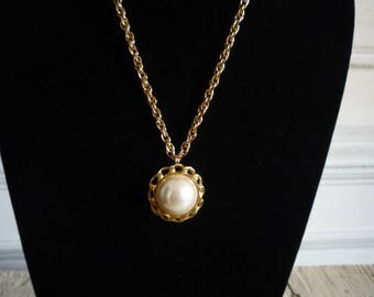 Vintage Carolee Gold Tone Large Faux Pearl Pendant Necklace