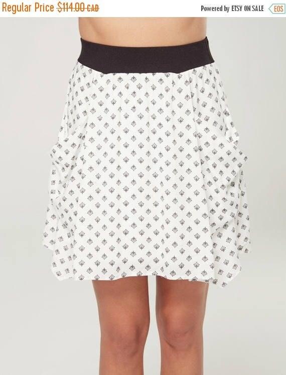 SOLDE À L'AUBE - short skater skirt with pockets, flared skirt, miniskirt, for women - white with lotus flowers print