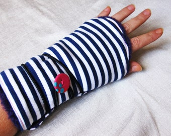 reversible to wrap in striped cotton and faux fur mittens