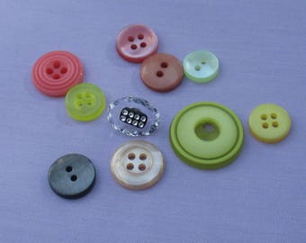 Lot Of Retro Assorted Plastic Buttons