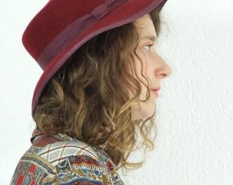 ON SALE 80's vintage women's claret cloth hat