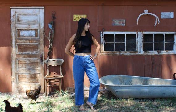 Vintage WRANGLER jeans // high waisted jeans // Wrangler blue denim