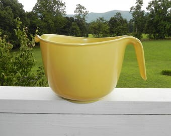 Yellow Batter Bowl Mixing Bowl by Rubbermaid 3 qt 12 cup  - 80's