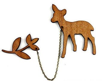 "Kit brooch ""Fawn and leaves"" natural wood"