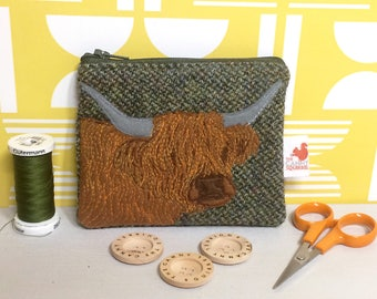 Highland cow coin purse - highland cow gift - green Harris Tweed purse - embroidered Highland cow purse - Scottish gift - zippered purse
