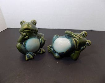 NEW Ceramic Funny Frogs Figurines Set of Two Collectible Collector  Gift