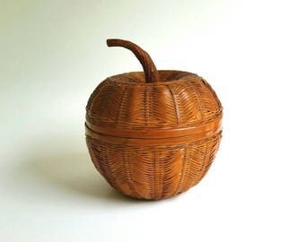 Vintage Apple Basket, Wicker Trinket Basket, Basket with Lid, Country Chic Decor