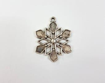 5 pc's x 24mm Antique Silver Snowflake Charm