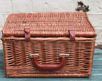 Picnic Wicker Hamper, Square Shaped.  Perfect for Weddings, Afternoon Tea & Summer Picnics