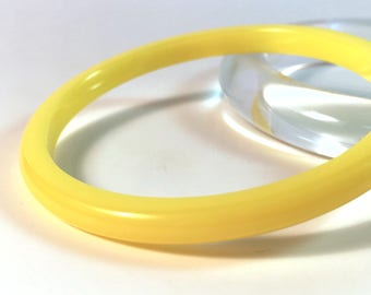 Vintage Bakelite Bracelet - Bright Lemon Yellow Spacer Polished Bakelite Bangle 1/4""