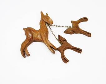 1940s Carved Wooden Equestrian Mare Horse and Foals Dangling Novelty Brooch Brass Chain