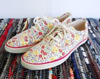 ON SALE Vintage Floral Canvas Sneakers Colorful Flowers Jantzen Tennis Shoes Size 8