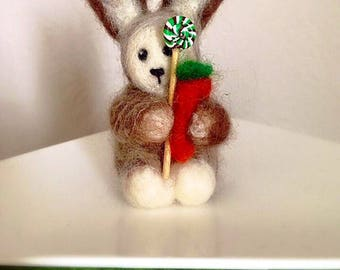 Needle Felted Easter Bunny with carrot or bow