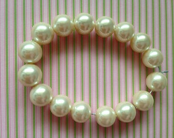 pearly white resin beads 12mm 4pcs
