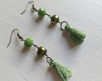 Long earrings of the fringe, crystals and freshwater pearls