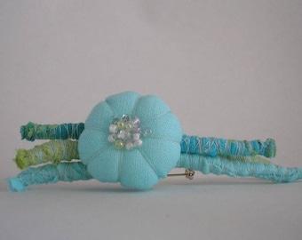 Broche fleur bleue