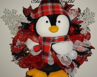 Red Penguin Mesh Wreath, Winter Mesh Wreath, Penguin Decoration, Front Door Wreath, Outdoor Wreath