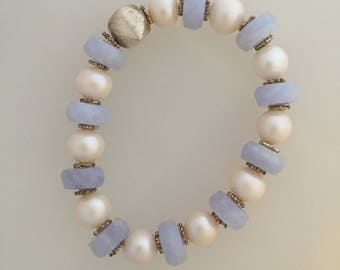 Blue chalcedony and pearl elastc band bracelet