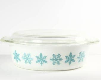 Vintage Pyrex Snowflake 2 1/2 qt. Oval Casserole 045
