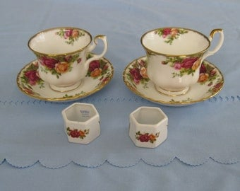 2 ROYAL ALBERT Old Country Roses Cups and Saucers and 2 Napkin Rings. Made in England.