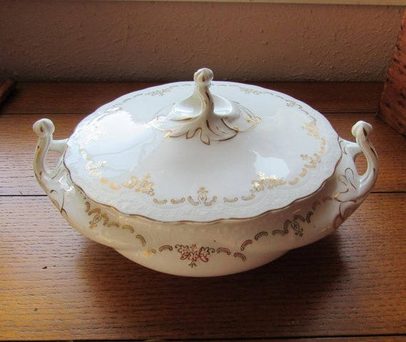 Covered Soup Tureen or Vegetable Bowl Johnson Bros