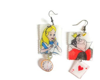 Earrings Alice in Wonderland Queen of hearts and alice country