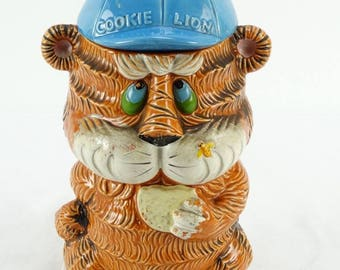 Collectible Vintage Japanese Pottery Cookie Lion Jar Pot Mid Century