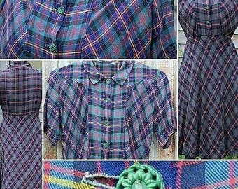 Stunning 1930s Plaid Cotton Dress with Pointed Collar and Gorgeous Floral Buttons!