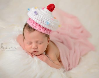 Crochet Pink Cupcake Hat Newborn Photography Prop/Baby Shower Gift/Infant Halloween Costume/Newborn Photo Prop/Choose Size