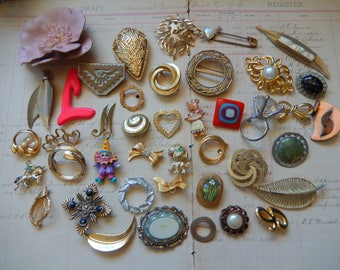 43 Piece Vintage Gold Silver Tone Costume Jewelry Lot Brooch Pins Destash Craft