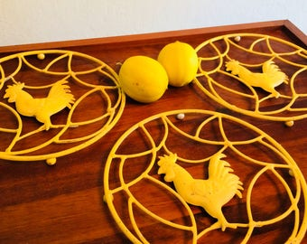 Metal Rooster Trivet, Country Kitchen Wall Decor, Yellow Hot Plate, Vintage Rooster Kitchen
