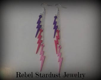 Different colours available. 80's Retro style lightning bolt earrings.