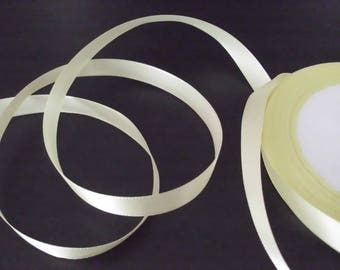 1 m of 1 cm wide yellow satin ribbon.