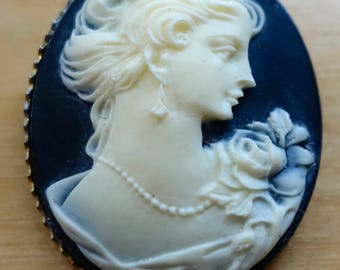 Vintage Cameo Pendent Woman with Rose