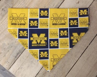 University of Michigan dog bandana. Michigan Wolverine dog bandana, Wolverine dog bandana, Wolverine dog bandana