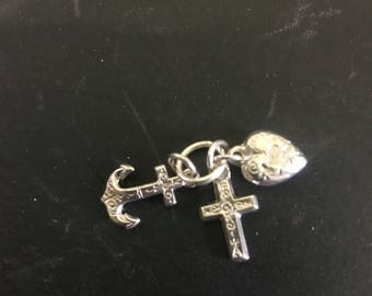 Faith Hope &Charity pendant in unmarked silver english ! Great love token ! Small and pretty ! On jumpring