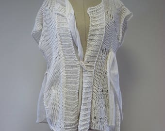 Special price. Casual white linen vest, M size.