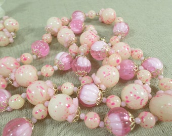 HONG KONG! Beautiful Vintage Gold Tone Pink Lucite Beaded Necklace With Matching Cluster Clip On Earrings Signed Hong Kong  DL# 4612