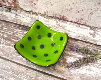 1 X bright green dotty fused glass trinket, ring dish, best friend gift, fun kitchen side dish, DH223, candle holder, housewarming gift,box