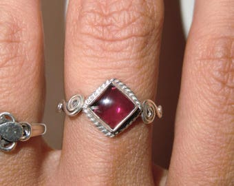 Sterling Ring with Garnet true vintage ethnic 925 sterling silver