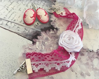 romantic set lace fuschia cameos