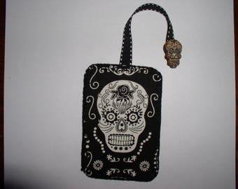 Halloween skull glow bookmark
