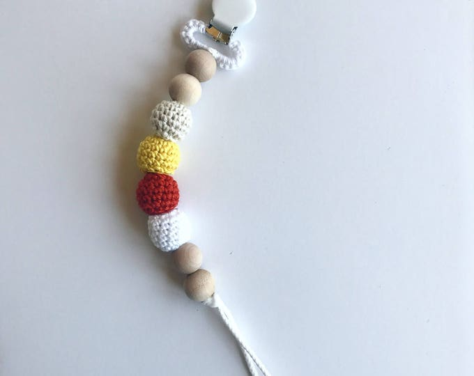 NomiLu Crocheted Clip -- Crocheted Beads Pacifier Clip -- Eco-friendly pacifier clip -- crocheted wooden beads -- Baby Teether