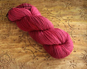 naturally dyed organic merino dk - cochineal - 100% merino GOTS & bluesign certified - handdyed in switzerland