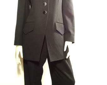 Beautiful Jaeger 80s 2 piece suit with velvet collar US size 12