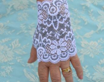Short lace fingerless gloves, fingerless gloves short lace, gray and white glove, lace, gloves, cuffs, sleeves, short gloves