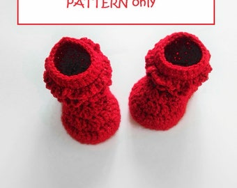 CROCHET PATTERN. Ruffled baby booties with brilliant wool. In English and Spanish language. Download inmediate PDF. Elegant baby shoes.