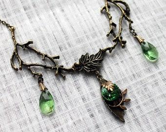 Vintage forest green swarovski leafy necklace