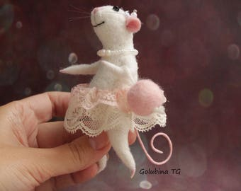 Angelina ballerina mouse needle felting white wool mouse figure dancing cute art mouse miniature gift for girl Sculpture made of wool